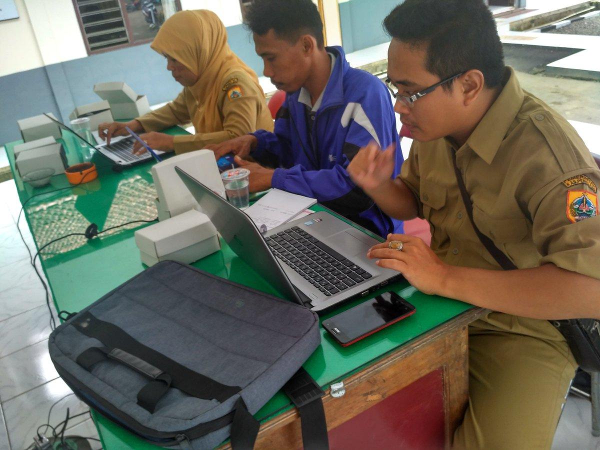 Para Peserta sedang praktik menulis artikel berita . Dokumentasi Tim Puspindes